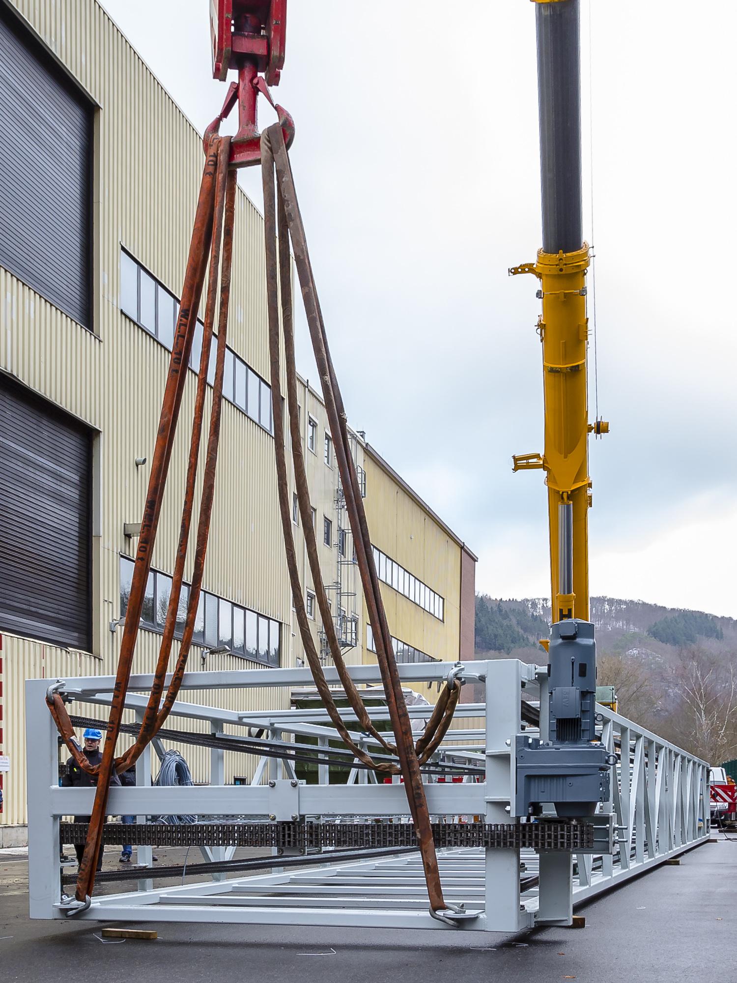 180328-Clariant-23m-Vertikalfoerderer--Verfahrwagen-Fahrstuhlschacht-14.jpg