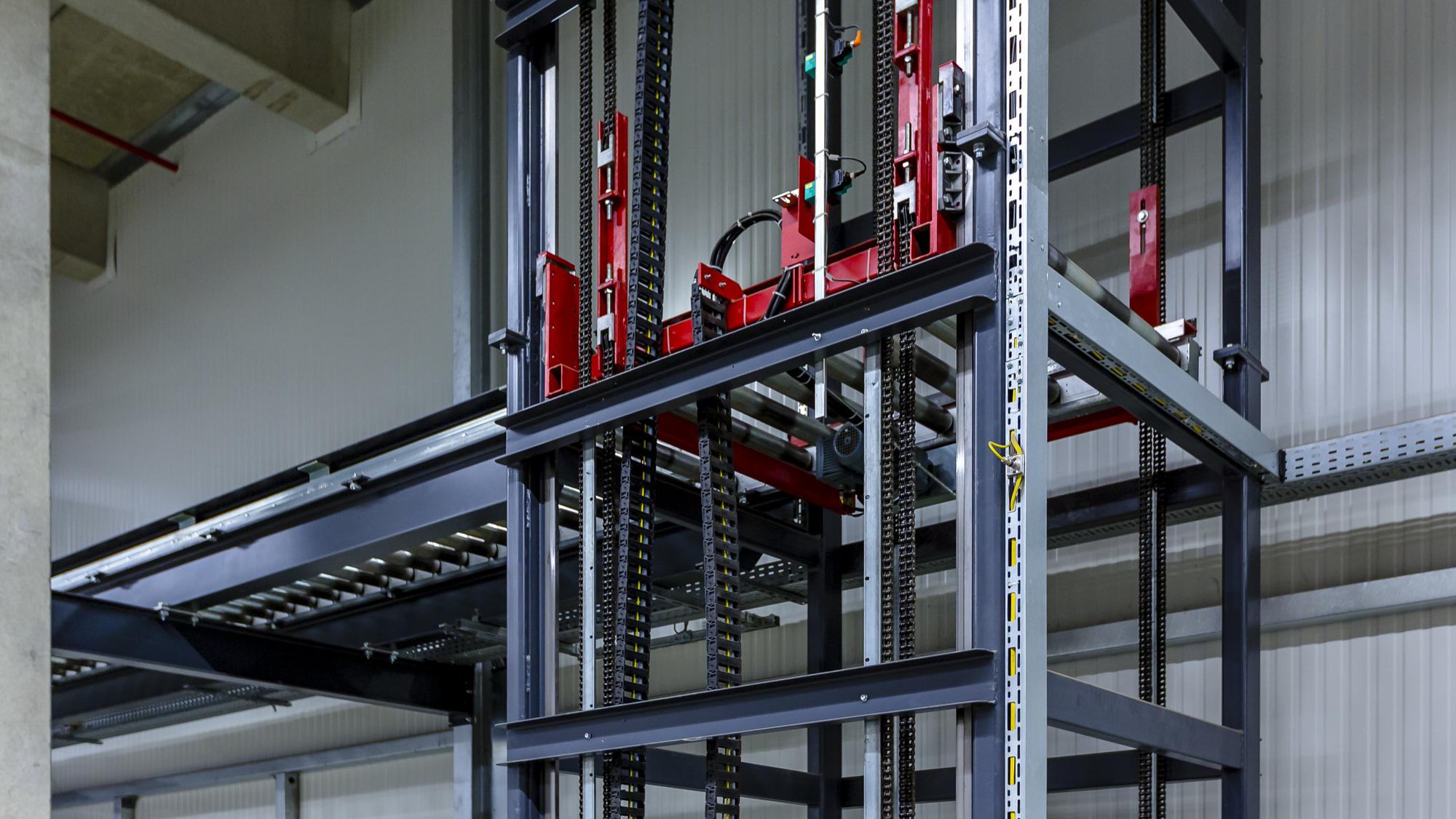 180328-Ritzenhoff-Vertikalfoerderer-mit-Bru-ckenloesung-Automatisiert-Pufferstation-07.jpg