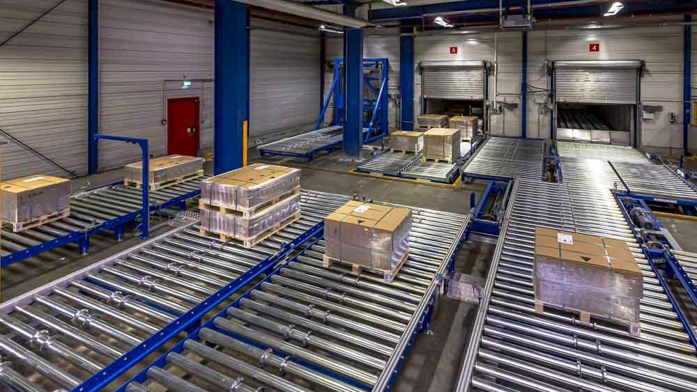 Automatisierter Palettentransport über die Rollenbahn für den effizientesten Materialtransport