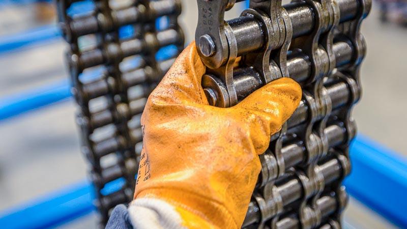 Bewegliche-Teile-einer-Förderanlage-unterliegen-dem-natürlichen-Verschleiss-und-müssen-regelmässig-kontrolliert-werden