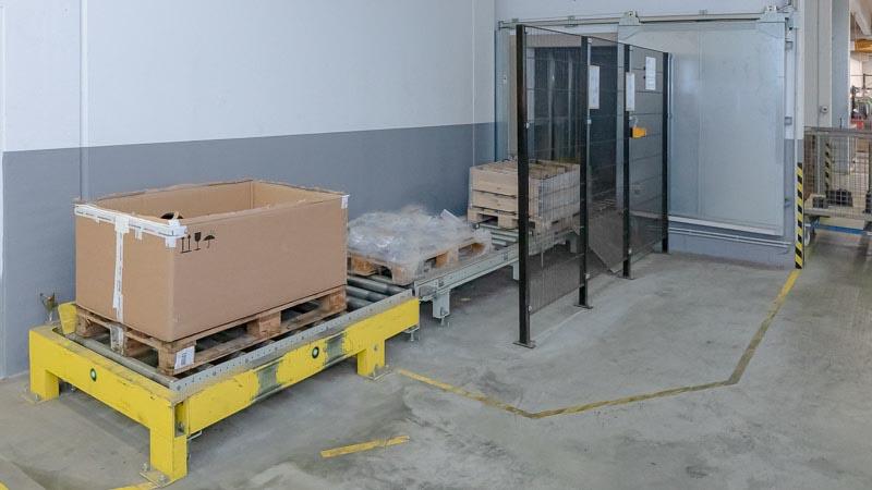 Brandschutz und Fördertechnik arbeiten Hand in Hand - Brandschutztore sind in den automatischen Betrieb integriert Kopie