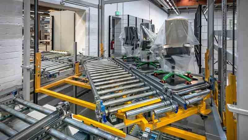 Drehstation in einem Vertikalförderer - Platzsparende Lösung für mehrere Förderstrecken