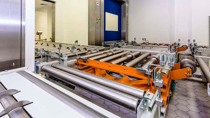 Drehstationen von HaRo - Rollenbehn für den platzsparenden Transport der Paletten auf engstem Raum in einer Förderanlage