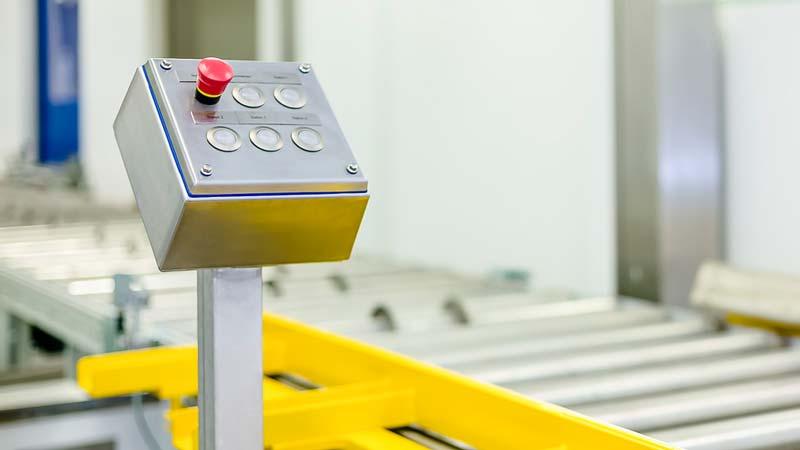 Hygienerelevante Bedienelemente stellen in der Reinraumatmosphäre eine besondere Anforderung an die Förderanlage - Edelstahlgehäuse stellen dabei einen Anfang dar.