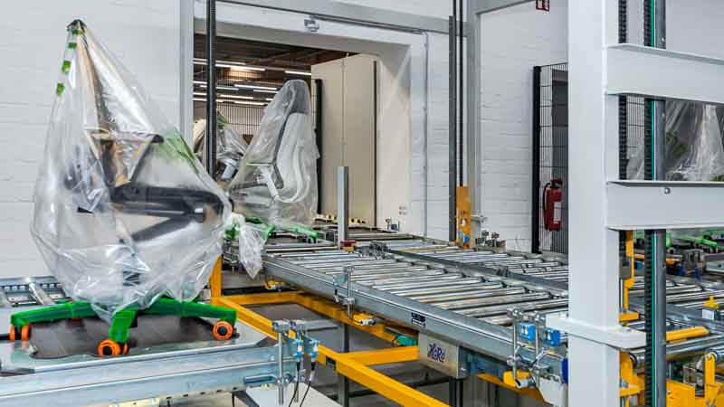 Intralogistik für den Möbeltransport - Die Rollenbahn für die automatisierten Transport
