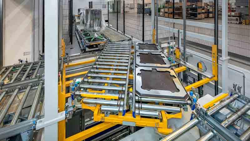 Lastenaufzug mit Drehstation für den automatisierten Warenfluss