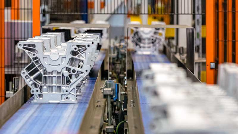 Mehrstrang - Gurtförderer für den Metall-Guss-Transport - Motorblock-Rohling