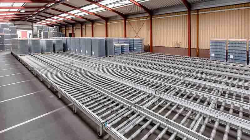 angetriebene Rollenbahn - Palettenlagerplätze und Pufferkapazitäten auf engstem Raum