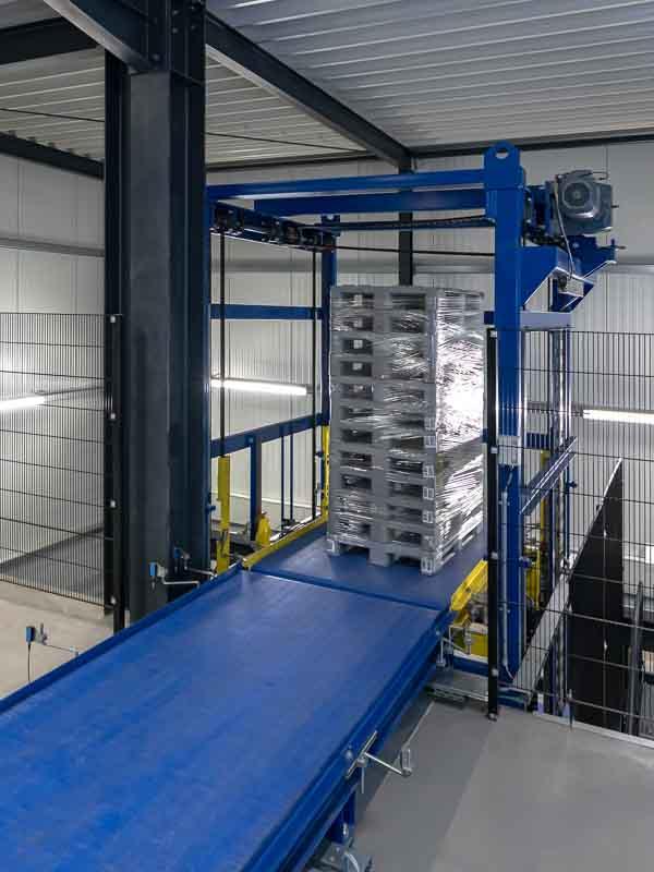 Senkrechtförderer im Palettentransport - Intralogistik für die Produktion von morgen