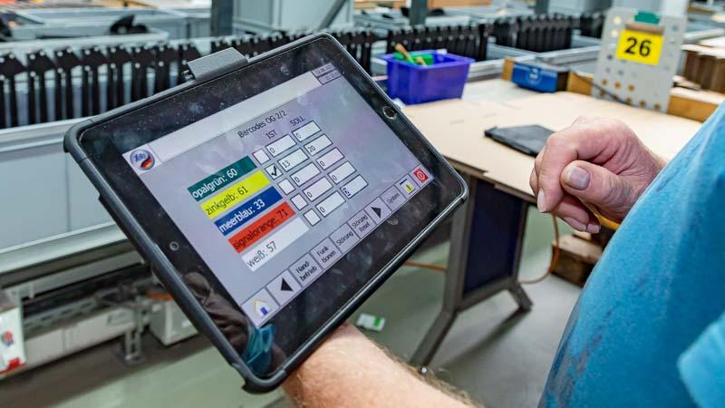 Vernetzte-Intralogistik-für-die-moderne-Fördertechnik-in-App-und-Tablet-Anwendung
