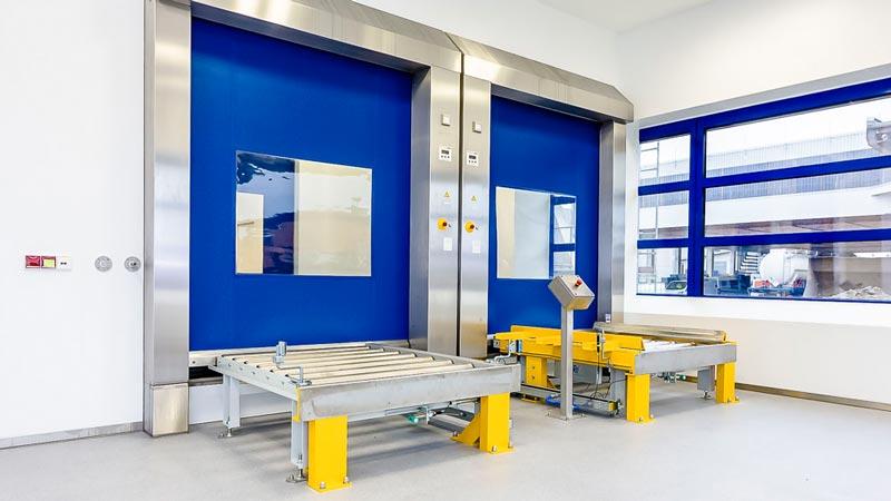 Zweispurige Rollenbahn für den beidseitigen Zugang - der optimalen Produktionsablauf über die Förderanlage mit eindeutiger Aufgabe Position der Paletten